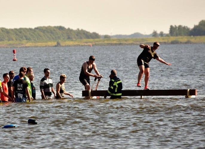 De Wieringer Obstacle Run vraagt om sportievelingen die zich door niets laten weerhouden. (Foto: aangeleverd)