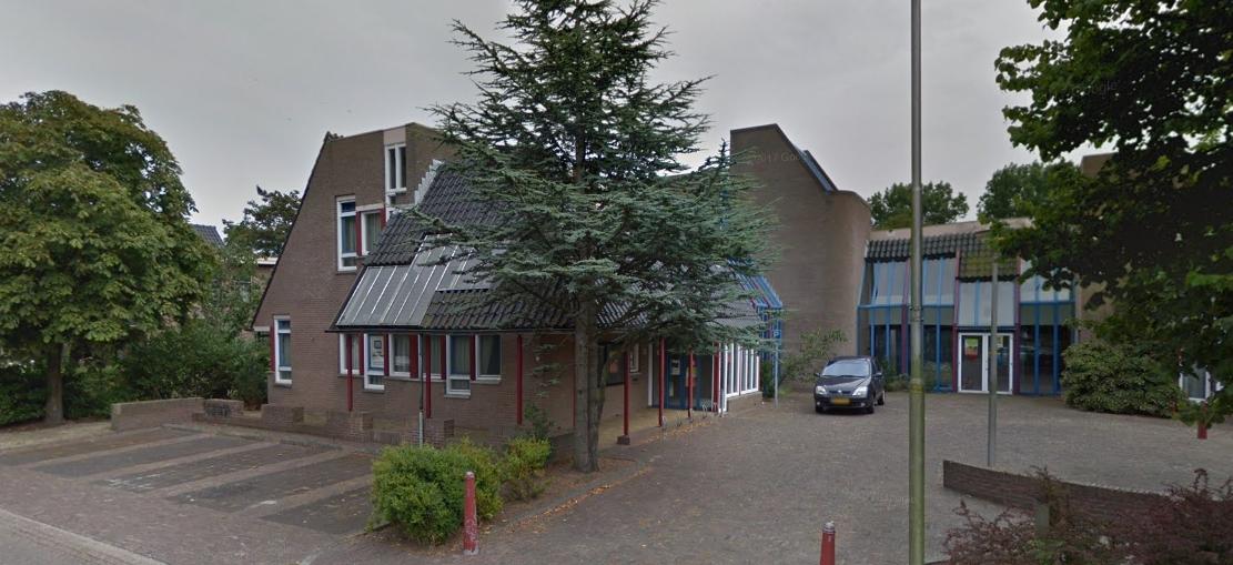 Het oude gemeentehuis op Wieringen (Foto: GoogleMaps)