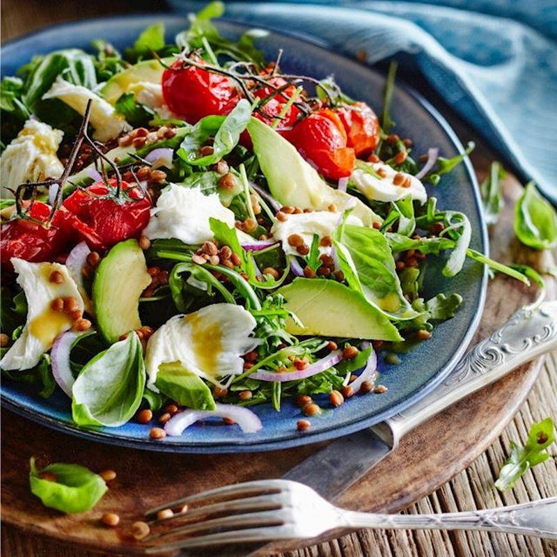 Wat eten wij vandaag: Linzensalade met mozzarella en gepofte tomaatjes