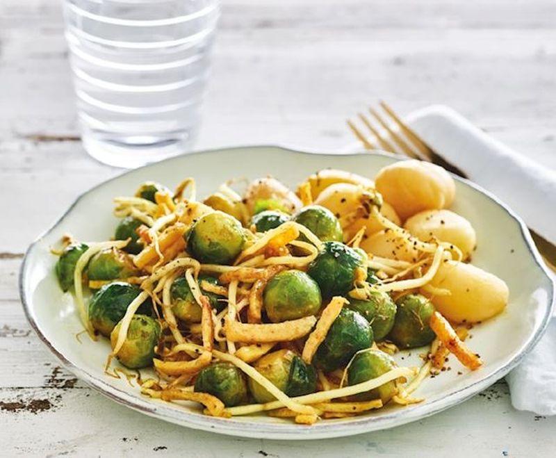Maaltijd van de dag: Gewokte spruitjes met tauge en kip