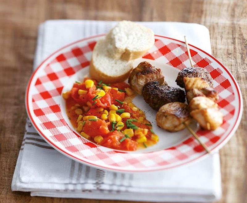 Maaltijd van de dag: Mais in bieslook tomatensaus met mixed grill
