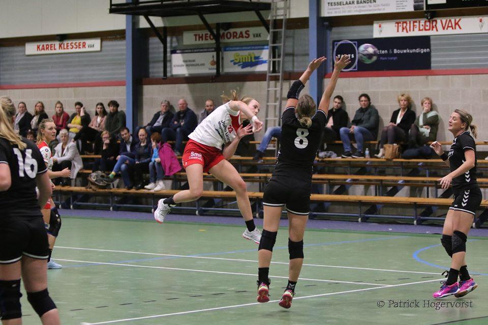 Carmen v d Kroon goed voor 5 doelpunten (Foto: Patrick Hogervorst)
